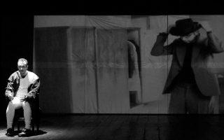 Ο τενόρος Χρήστος Κεχρής απέδωσε θαυμάσια τα 24 τραγούδια του Σούμπερτ στην υποβλητική σκηνοθεσία του Θέμελη Γλυνάτση / © Β. Μακρής
