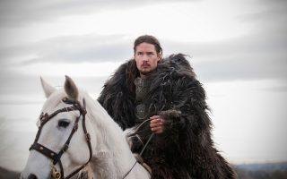Ο Αλεξάντερ Ντρέιμον πρωταγωνιστεί στη νέα βρετανική σειρά «The Last Kingdom».