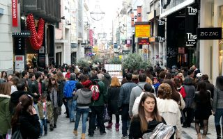Οι Ελληνες θα διαθέσουν το 42% του χριστουγεννιάτικου προϋπολογισμού για την αγορά τροφίμων, το 38% για την αγορά δώρων και το 20% για κοινωνικές δραστηριότητες.