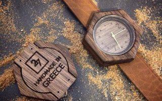 Η εταιρεία 27 Wooden Accessories ξεκίνησε να κατασκευάζει ξύλινα χειροποίητα παπιγιόν αλλά επεκτάθηκε σε μανικετόκουμπα, γυαλιά, μπουτονιέρες, γραβατοπιάστρες, ξύλινα χειροποίητα ρολόγια... μέχρι και προσκλητήρια.