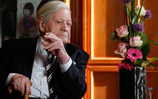 Ο πρώην καγκελάριος της Γερμανίας Χέλμουτ Σμιτ, ο οποίος απεβίωσε χθες σε ηλικία 96 ετών, είχε ασυλία από τους αντικαπνιστικούς νόμους.