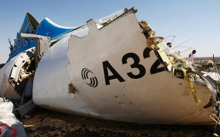 epa05007512 A handout picture provided by the Russian Emergency Ministry press service on 02 November 2015 shows a piece of wreckage of Russian MetroJet Airbus A321 at the site of the crash  in Sinai, Egypt, 01 November 2015. The A321 plane of Metrojet en route from Sharm-el-Sheikh, to St. Petersburg crashed in the Sinai, Egypt on 31 October 2015, killing all 224 people on board.  EPA/MAXIM GRIGORIEV / RUSSIAN EMERGENCY MINISTRY / HANDOUT  HANDOUT EDITORIAL USE ONLY/NO SALES