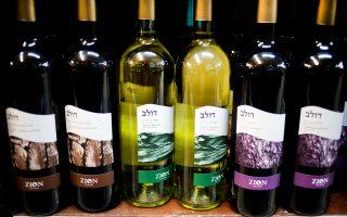 Κρασί που έχει παραχθεί σε εποικισμό της Δυτικής Οχθης, σε σούπερ μάρκετ της Ιερουσαλήμ.