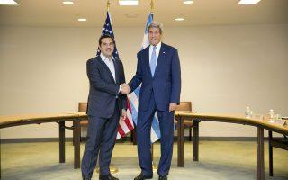Ο Ελληνας πρωθυπουργός κατά τη διάρκεια της προηγούμενης συνάντησής του με τον Αμερικανό ΥΠΕΞ στη Νέα Υόρκη, την Τετάρτη 30 Σεπτεμβρίου 2015. Ο Τζον Κέρι προτίθεται να εκφράσει εμπιστοσύνη στην ελληνική οικονομία.