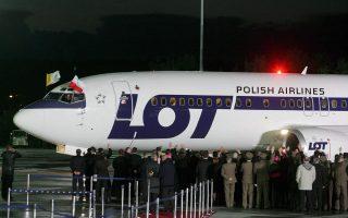 Εκπρόσωπος του εθνικού αερομεταφορέα της Πολωνίας LOT δήλωσε ότι το αεροπλάνο δεν ανήκε στο στόλο του αλλά εκτελούσε πτήσεις τσάρτερ.