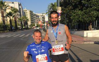 Ο Γ. Λαζαρίδης διέσχισε τα 42 χλμ. σε 4 ώρες και 49 λεπτά, με συνοδό τον φίλο του Δ. Μάλαμα.