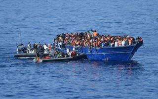 Στα ανοικτά της Λιβύης, φρεγάτα του ισπανικού πολεμικού ναυτικού διέσωσε χθες 517 πρόσφυγες και μετανάστες που επιχειρούσαν να διασχίσουν τη Μεσόγειο σε ξύλινο σκάφος, μήκους μόλις 20 μέτρων.