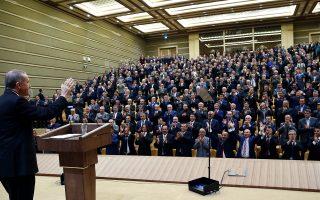 Το ΑΚΡ έκανε τα πάντα για να απαξιώσει το φιλοκουρδικό κόμμα, μια εκστρατεία η οποία φαίνεται ότι έπεισε πολλούς ψηφοφόρους, αν αναλογιστεί κανείς ότι το HDP έχασε ένα εκατομμύριο ψήφους και οριακά κατόρθωσε να εισέλθει στη Βουλή.