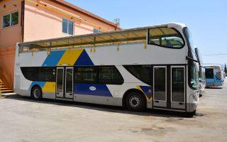 Ο ΟΑΣΑ παρέλαβε τα τέσσερα διώροφα λεωφορεία μετά την... κατάργηση της υπηρεσίας που επρόκειτο να παράσχουν. Τώρα σκουριάζουν στο αμαξοστάσιο.