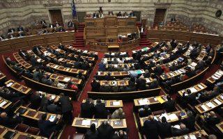 Για την ώρα, το Μαξίμου θεωρεί ότι δεν υπάρχει κάποια οργανωμένη κίνηση εντός της Κοινοβουλευτικής Ομάδας ή εντός του ΣΥΡΙΖΑ, η οποία θα μπορούσε να εξελιχθεί σε ευθεία αμφισβήτηση των κυβερνητικών επιλογών και να επιφέρει ομαδοποιημένες κινήσεις.