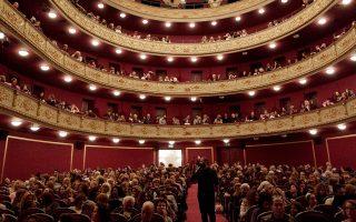 Το Δημοτικό Θέατρο Πειραιά (φωτ. Βασίλη Βρεττού) θα γιορτάσει τα 120 χρόνια του, ενώ από τον Ιανουάριο θα εξορμήσει σε σχολεία, φυλακές, κέντρα απεξάρτησης, νοσοκομεία, ΚΑΠΗ, καφενεία.