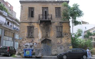 Oδός Νηλέως 37, Θησείο. Η Αθήνα διατηρεί ένα σημαντικό τμήμα μεσοαστικών κατοικιών, που δυστυχώς είναι σε εγκατάλειψη