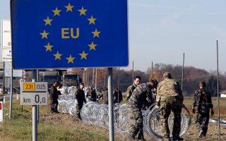 Τα σύνορα της ζώνης Σένγκεν, στη Σλοβενία, οχυρώνονται με συρματόπλεγμα. Αλυσιδωτά μέτρα ελέγχου των μεταναστευτικών και προσφυγικών ροών ανακοίνωσαν χθες ευρωπαϊκές κυβερνήσεις, χωρίς να είναι σαφές αν ο χαρακτήρας τους δεν είναι μόνο συμβολικός. Ειδικά στη Γερμανία, όπου προχθές ανακοινώθηκε ότι οι πρόσφυγες θα στέλνονται στις χώρες πρώτης εισόδου (πλην της Ελλάδας), η υπερφόρτωση των αρμόδιων υπηρεσιών προξενεί αμφιβολίες για την εφαρμογή του μέτρου
