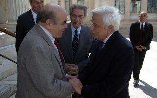 Ο Θανάσης Βαλτινός υποδέχεται τον Πρόεδρο της Δημοκρατίας Προκόπη Παυλόπουλο στην παρουσίαση του πενταετούς απολογισμού της Navarino Enviromental Observatory.