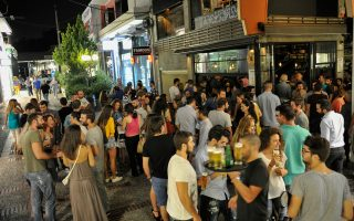 Τα τελευταία χρόνια το Χαλάνδρι έχει γίνει το «νέο κέντρο», με αμέτρητα μπαρ, νεοταβέρνες, σουσάδικα, φαλαφελάδικα και όλες τις νέες τάσεις.