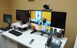 Οι καμπίνες τηλεϊατρικής του συστήματος περιλαμβάνουν κάμερες και οθόνες υψηλής ευκρίνειας. Τώρα οι γιατροί σε απομακρυσμένες περιοχές έχουν συμμάχους την τεχνολογία και τους συναδέλφους τους.