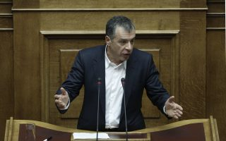 O επικεφαλής του Ποταμιού Σταύρος Θεοδωράκης μιλάει στην Ολομέλεια της Βουλής κατά τη διάρκεια της συζήτησης για τον Προϋπολογισμό του 2016, Σάββατο 5 Δεκεμβρίου 2015. Συνεχίζεται για τελευταία μέρα στην Ολομέλεια της Βουλής, η συζήτηση επί του κρατικού προϋπολογισμού 2016, η οποία θα ολοκληρωθεί τα μεσάνυχτα του Σαββάτου, έπειτα από φανερή ονομαστική ψηφοφορία. ΑΠΕ-ΜΠΕ/ΑΠΕ-ΜΠΕ/ΓΙΑΝΝΗΣ ΚΟΛΕΣΙΔΗΣ