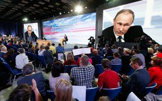Ο Ρώσος πρόεδρος Βλαντιμίρ Πούτιν στη διάρκεια της καθιερωμένης συνέντευξης Τύπου που δίνει στο τέλος κάθε χρόνου, στο Παγκόσμιο Κέντρο Εμπορίου, στη Μόσχα.