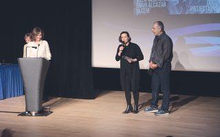H Aνιές Σκλάβου και ο Στέλιος Tατάκης, οι σκηνοθέτες και δημιουργοί, ευχαριστούν για τη βράβευση της ταινίας-ντοκιμαντέρ «Γεγονότα στη Φώκαια 1914» στην τελετή λήξης στη Villa Mediterranée, την Παρασκευή 11 Δεκεμβρίου 2015, όπου παρέλαβαν το βραβείο από την εκπρόσωπο του INA, Mιρέιγ Mορίς.