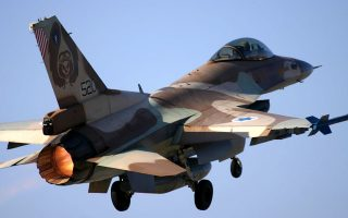 Picture released by the Israeli Defence Forces shows an Israeli F-16 fighter get taking of 26 April 2005 to take part in the funeral of former Israeli president Eizer Weizman. Israel paid its final respects to the former president and air force chief as he was laid to rest at a cemetery north of Tel Aviv.      AFP PHOTO / IDF SPOKESPERSON