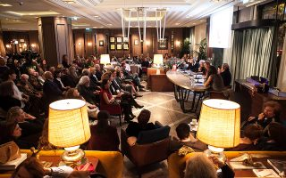 Κατάμεστο το Zonar' s στην παρουσίαση της βιογραφίας του Κώστα Τσόκλη, την πρώτη εκδήλωση που εγκαινίασε τον χώρο.
