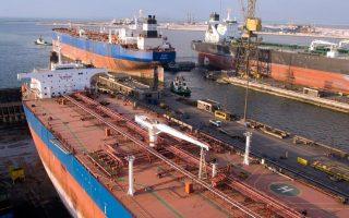 Οσες εταιρείες διαχειρίζονται εμπορικά πλοία, όπως φορτηγά και δεξαμενόπλοια, θα μπορούν μεν να διατηρούν το σημερινό προνομιακό καθεστώς, αλλά μόνον υπό την προϋπόθεση ότι θα παραμείνει αμετάβλητο το μερίδιο του στόλου τους στις σημαίες των χωρών-μελών της Ε.Ε.