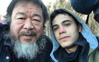 Ο Κινέζος καλλιτέχνης Αϊ Γουέι Γουέι επισκέπτεται τη Λέσβο για να ευαισθητοποιήσει τη διεθνή κοινή γνώμη.