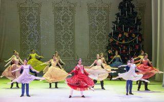 Το Μπαλέτο της Εθνικής Λυρικής Σκηνής παρουσιάζει αυτές τις ημέρες τον«Καρυοθραύστη» του Τσαϊκόφσκι στη χορογραφική εκδοχή του Ρενάτο Τζανέλλα, στο Θέατρο Ολύμπια.