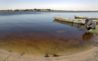 Τη λίμνη Τσαντ μοιράζονται η Νιγηρία, ο Νίγηρας, το Καμερούν και το Τσαντ.
