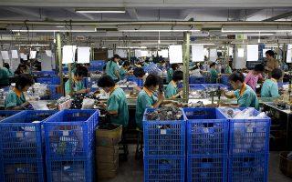 Το εργατικό  δυναμικό της Κίνας αναμένεται να μειωθεί κατά 10% μέχρι το 2024, σύμφωνα με πρόβλεψη της Παγκόσμιας Τράπεζας. Δηλαδή κατά 90 εκατ. άτομα, περισσότερα από το σύνολο του πληθυσμού της Γερμανίας.
