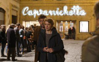 Η Μαργκερίτα Μπούι και ο Νάνι Μορέτι σε ένα φωτογραφικό στιγμιότυπο από το συγκινητικό ιταλικό δράμα του δεύτερου «Η μητέρα μου».