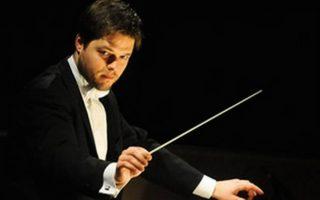 Ο Σλοβάκος αρχιμουσικός Γιουράι Βάλτσουχα προσέγγιζε με σαφήνεια τις δραματικές και συναισθηματικές εντάσεις της μουσικής.