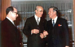 Ο Κωνσταντίνος Καραμανλής με τον καγκελάριο της Δυτικής Γερμανίας, Χέλμουτ Σμιτ, όταν ο πρώτος προωθούσε την ένταξη της Ελλάδας στην ΕΟΚ.