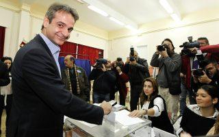 Ο υποψήφιος πρόεδρος της Νέας Δημοκρατίας, Κυριάκος Μητσοτάκης, ασκεί το εκλογικό του δικαίωμα στις Εκλογές ανάδειξης του προέδρου της Νέας Δημοκρατίας 2015, την Κυριακή 20 Δεκεμβρίου 2015, στο 1ο Γυμνάσιο – Λύκειο Κηφισιάς. ΑΠΕ-ΜΠΕ/ΑΠΕ-ΜΠΕ/ΔΗΜΗΤΡΗΣ ΠΑΠΑΜΗΤΣΟΣ