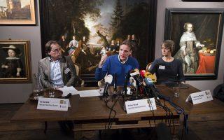 Ο Αντ Γκέερντινγκ, διευθυντής του ολλανδικού μουσείου και η δήμαρχος του Χουρν, Ιβόν βαν Μάστριγκτ, συμμετείχαν στη χθεσινή συνέντευξη Τύπου.