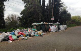 Περισσότεροι από 1.000 τόνοι σκουπιδιών συσσωρεύονται στους δρόμους της Αρχαίας Ολυμπίας.