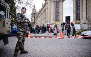 Η γαλλική πρωτεύουσα εξακολουθεί να βρίσκεται σε κατάσταση ύψιστου συναγερμού, μετά τις επιθέσεις της 13ης Νοεμβρίου.