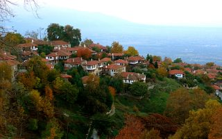 Ο Παλαιός Παντελεήμονας ξεχωρίζει για τη μακεδονίτικη αρχιτεκτονική του αλλά και για τη θέα του. (ΦΩΤΟΓΡΑΦΙΑ: ΒΑΣΙΛΙΚΗ ΚΕΡΑΣΤΑ)