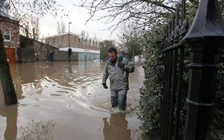 Περισσότερες από 2.000 κατοικίες και 500 επιχειρήσεις είχαν πλημμύρισαν στο Γιορκ της Βρετανίας.