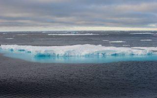 Λιώνουν οι πάγοι στον Αρκτικό Κύκλο, ενώ οι θερμοκρασίες για την εποχή έχουν χτυπήσει «κόκκινο».