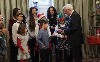 Ο Πρόεδρος της Δημοκρατίας Προκόπης Παυλόπουλος άκουσε χθες τα πρωτοχρονιάτικα κάλαντα, στο Προεδρικό Μέγαρο, από «Το Χαμόγελο του Παιδιού».