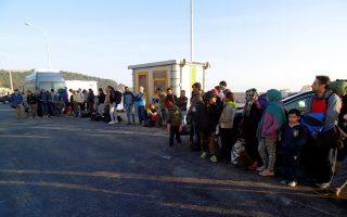 Μετανάστες που επιστρέφουν στη Μυτιλήνη αφού δεν τα κατάφεραν να περάσουν στη FYROM συνελήφθησαν το πρωί στο λιμάνι της Μυτιλήνης την ώρα που αποβιβάζονταν από το πλοίο της γραμμής, τη Δευτέρα 14 Δεκεμβρίου 2015. Άξιο διερεύνησης είναι το φαινόμενο της επιστροφής στη Μυτιλήνη μεγάλου αριθμού μεταναστών που απέτυχαν να περάσουν στα σύνορα με τη FYROM και επέστρεψαν στην Αθήνα. Στο σύνολο τους είναι Ιρανοί, Πακιστανοί και προερχόμενοι από χώρες της βόρειας Αφρικής δηλαδή οικονομικοί μετανάστες που δεν δικαιούνται πολιτικού ασύλου. Ως τέτοιο αναγνωρίζονται οι Σύροι, οι Ιρακινοί και οι Αφγανοί αυτοί δηλαδή που τους επιτρέπεται να συνεχίζουν το ταξίδι τους μέσω FYROM προς τη βόρεια και δυτική Ευρώπη. Αρχικά πιστεύονταν ότι στη Μυτιλήνη οι μετανάστες επέστρεφαν προκειμένου αφού καταστρέψουν τα χαρτιά που ήδη έχουν λάβει μετά την αρχική τους καταγραφή στο hot spot της Μυτιλήνης, να επανακαταγραφούν ως πολίτες προερχόμενοι από χώρες που δικαιούνται πολιτικό άσυλο. Τις τελευταίες όμως μέρες στη Μυτιλήνη φτάνουν και μετανάστες που έχουν καταγραφεί σε άλλα νησιά εισόδους στην Ελλάδα όπως στη Χίο,