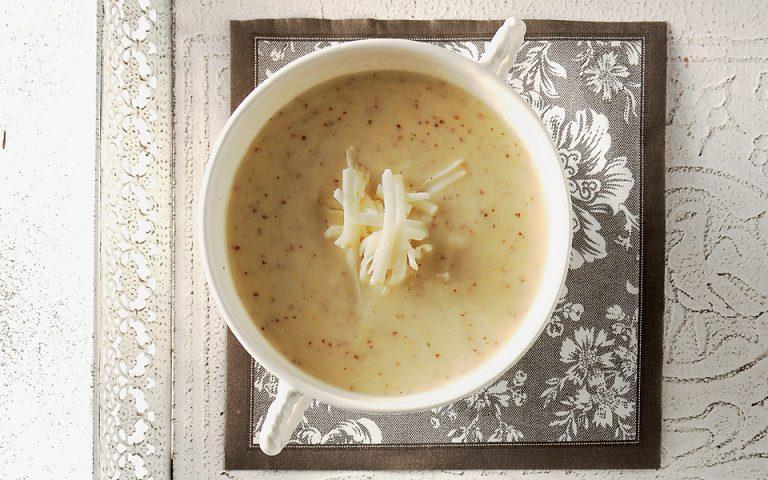 Σούπα με σελινόριζα, μήλο και μετσοβόνε