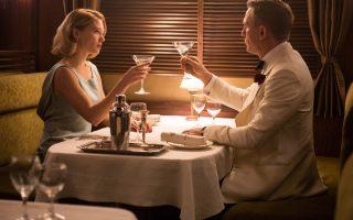 Η Λέα Σεϊντού και ο Ντάνιελ Κρεγκ στο «Spectre». Ο κινηματογραφικός μύθος του Μποντ αντέχει στον χρόνο.