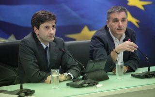 Ευκλ. Τσακαλώτος και Γ. Χουλιαράκης αποτελούν τον βασικό αρμό που διατήρησε τους διαύλους με τους Ευρωπαίους τη δύσκολη περίοδο και διαπραγματεύεται από τον νέο χρόνο τις μεγάλες αλλαγές.