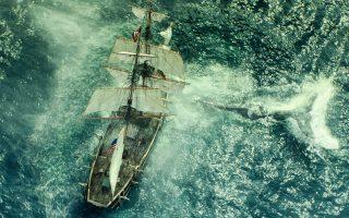 Η γιγάντια λευκή φάλαινα επιτίθεται με μανία εκδικητική και σχεδόν μεταφυσική στο φαλαινοθηρικό «Εσεξ», που μέχρι τότε είχε αντέξει σε μεγάλες τρικυμίες.