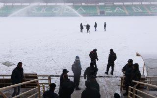 To χιόνι σκέπασε τα «Πηγάδια» της Ξάνθης, με αποτέλεσμα να αναβληθεί ο αγώνας της τοπικής ομάδας με τον ΠΑΟΚ. Και στη Βοιωτία οι ισχυρότατοι άνεμοι και η βροχή ανέβαλαν την αναμέτρηση του Λεβαδειακού με τον Ατρόμητο.