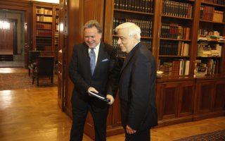 Ο Πρόεδρος της Δημοκρατίας Πρ. Παυλόπουλος υποδέχθηκε χθες στο Προεδρικό Μέγαρο τον υπουργό Εργασίας Γ. Κατρούγκαλο, ο οποίος τον ενημέρωσε για το ασφαλιστικό νομοσχέδιο.