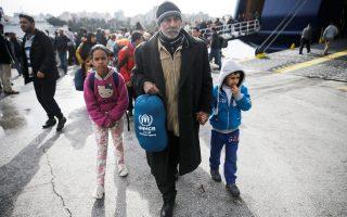 Πάνω από 2.500 πρόσφυγες έφθασαν χθες στον Πειραιά από Λέσβο και Χίο.