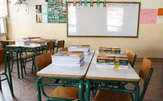 Φέτος, αντί στην τάξη, 2.504 εκπαιδευτικοί αποσπάσθηκαν σε γενικές γραμματείες, μητροπόλεις, ΑΕΙ και στην κεντρική υπηρεσία του υπ. Παιδείας.